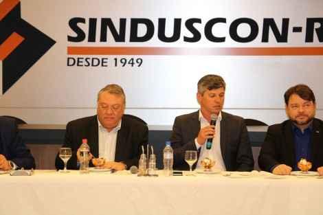 Sinduscon-RS recebe ministros